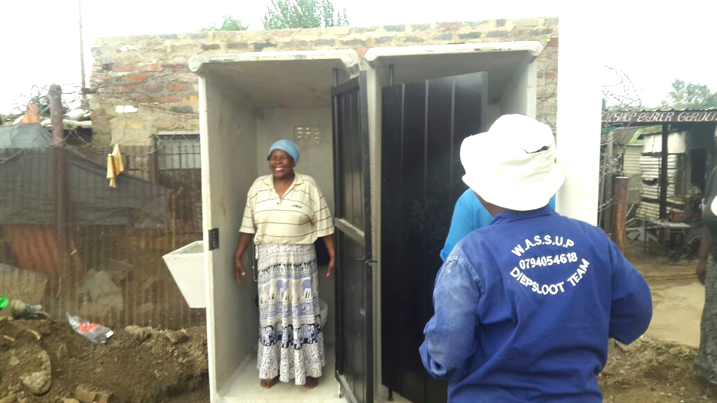 Replacing the bad with the good – New toilets in Deipsloot