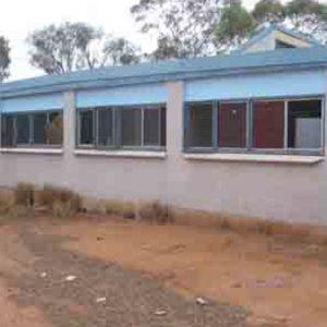No shade planting, awnings or verandahs (Hot/dry climate)